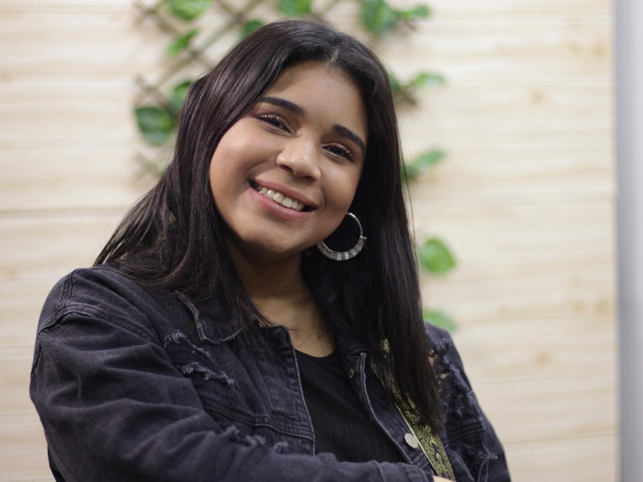 """Melody Astacio estrena """"Si volviera a nacer"""" en honor a los padres"""
