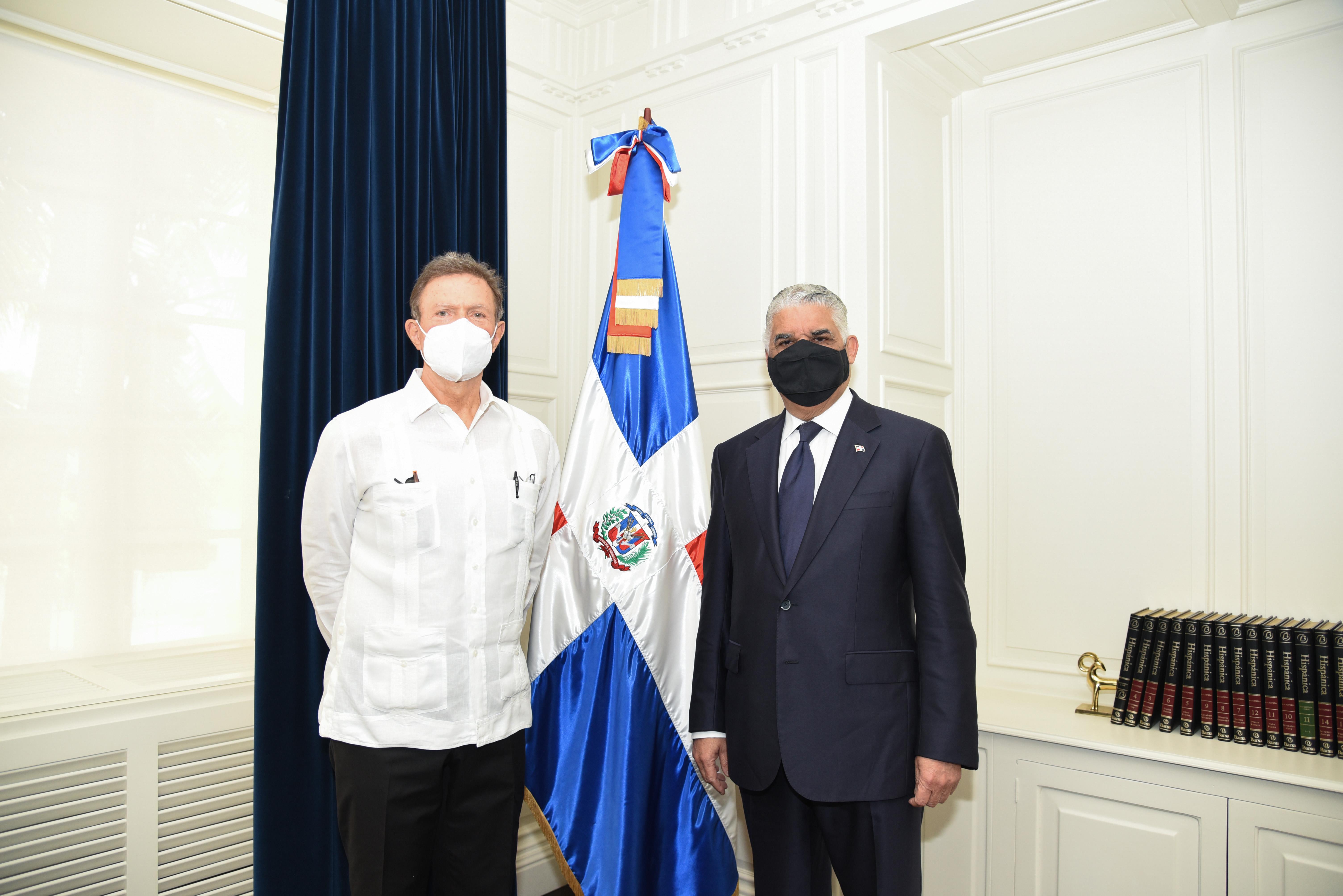 Ministro Miguel Vargas recibe visita del canciller designado Roberto Álvarez