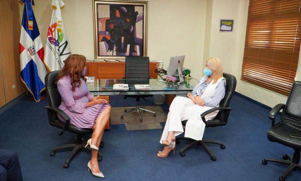 Robiamny Balcácer recibe visita de cortesía de Kimberly Taveras