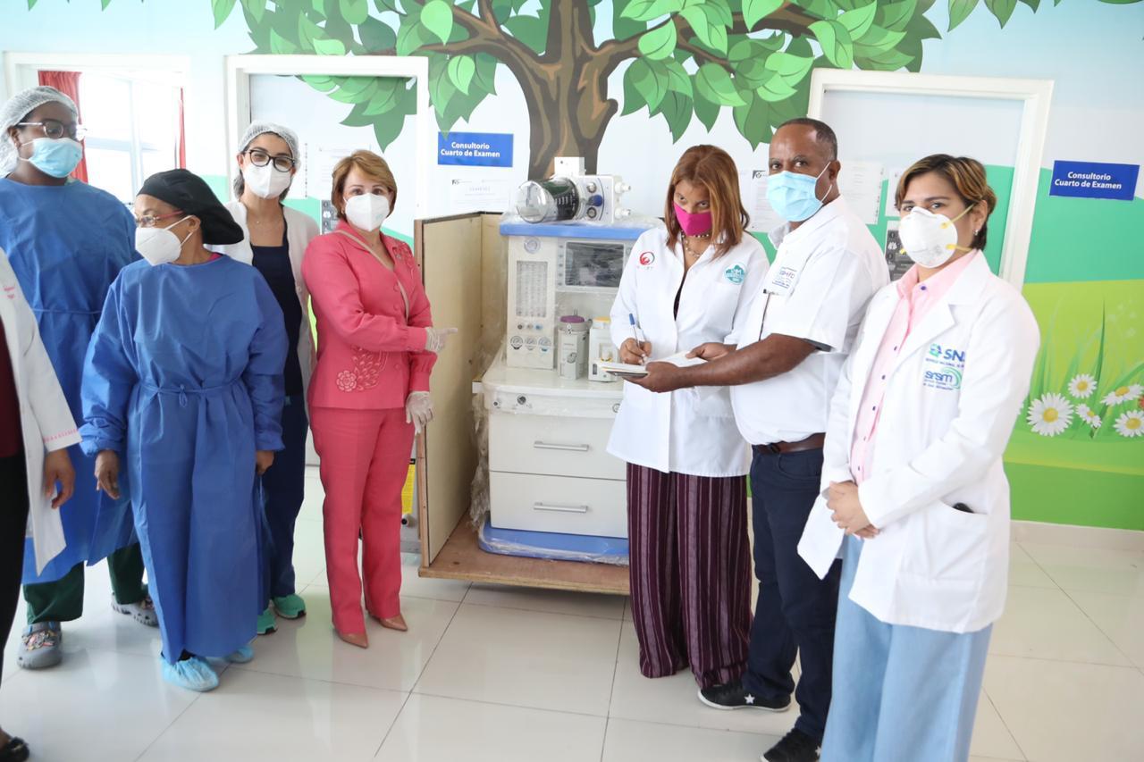 Lucía Medina entrega máquina de anestesia pediátrica gestionada para el INCART