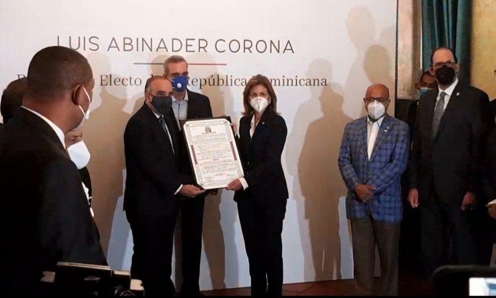 Video | Abinader y Peña reciben certificado de elección por parte de la Asamblea Nacional