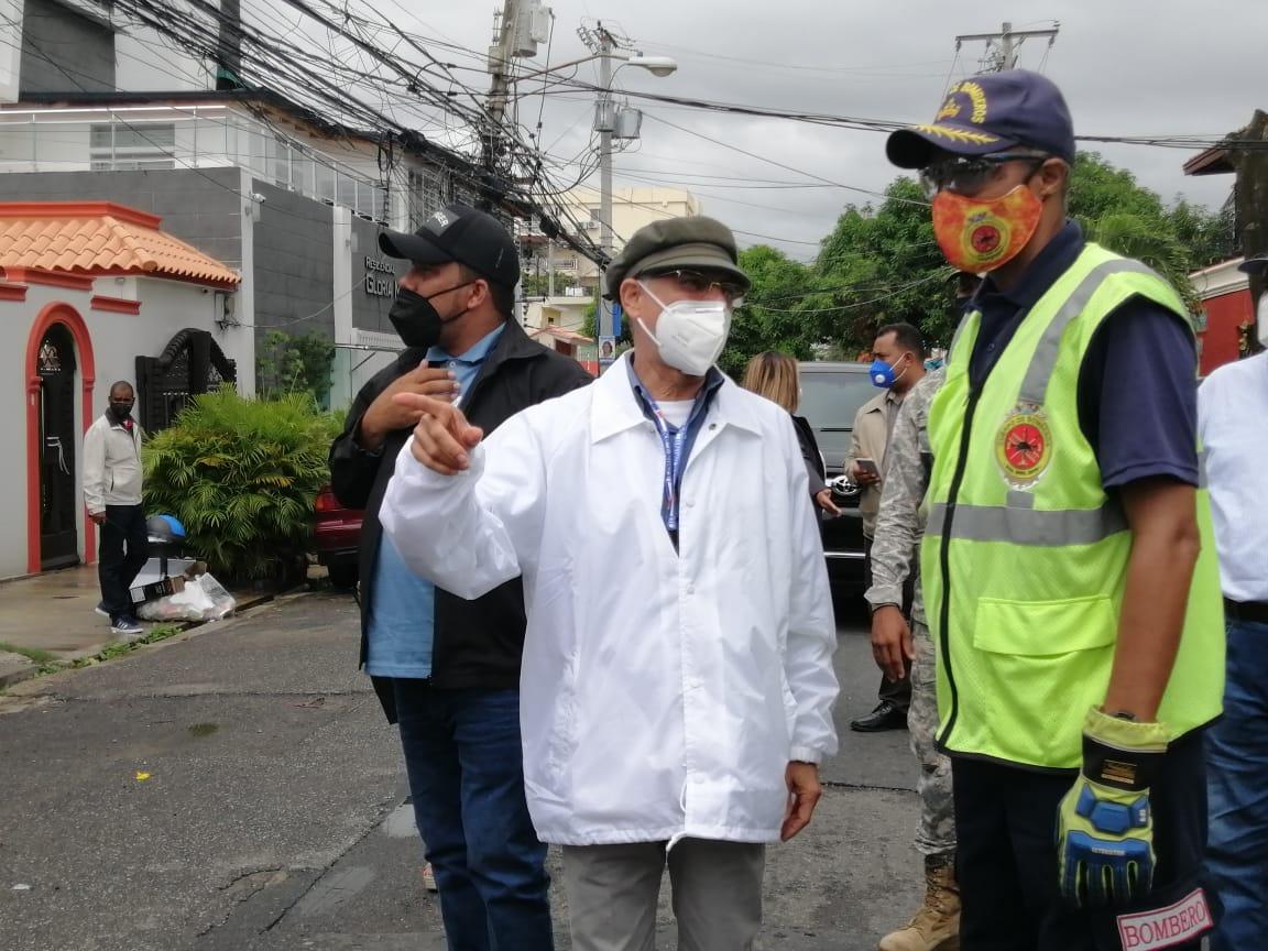 Alcalde SDE realiza recorrido por varios sectores ante paso de tormenta Isaías