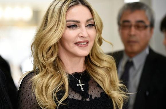 Madonna encendió las redes sociales con una foto al borde de la censura