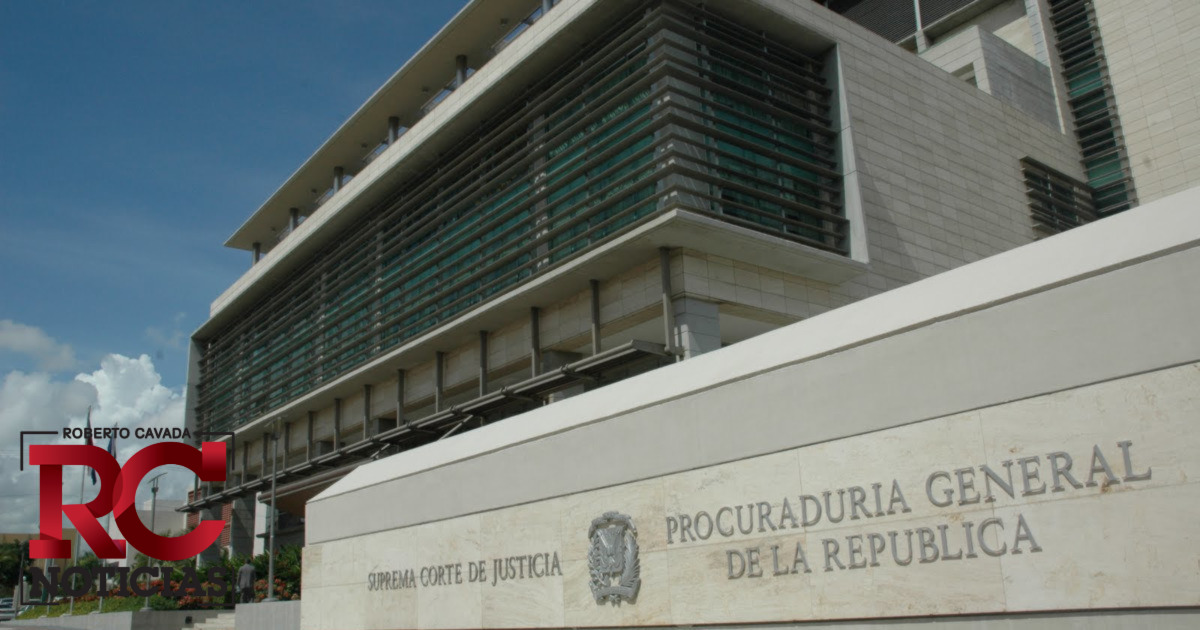 Obtienen prisión preventiva contra empleada Fiscalía La Vega y otros tres implicados en sustracción de vehículos chatarras y armas