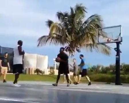 El video viral de Michael Jordan humillando a unos adolescentes en un partido de baloncesto callejero