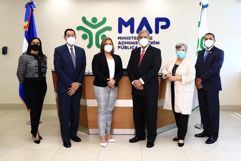 Ministro Darío Castillo asume funciones en el MAP