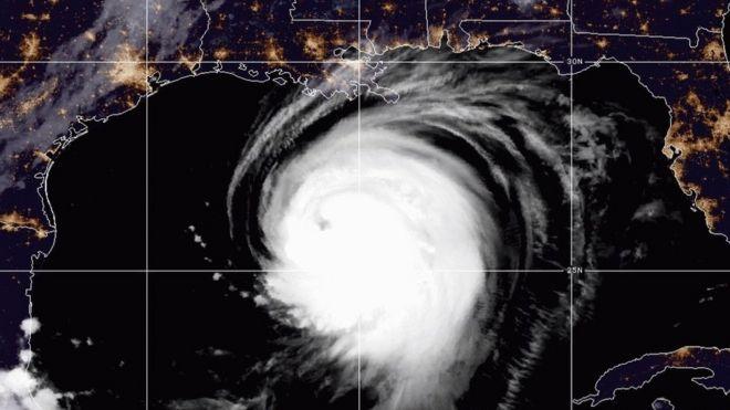 Huracán Laura se fortalece rápidamente y amenaza las costas de Texas y Luisiana