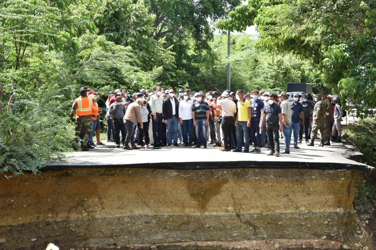 Ministro de Obras Públicas visita zona Sur del país para evaluar daños provocados por Laura