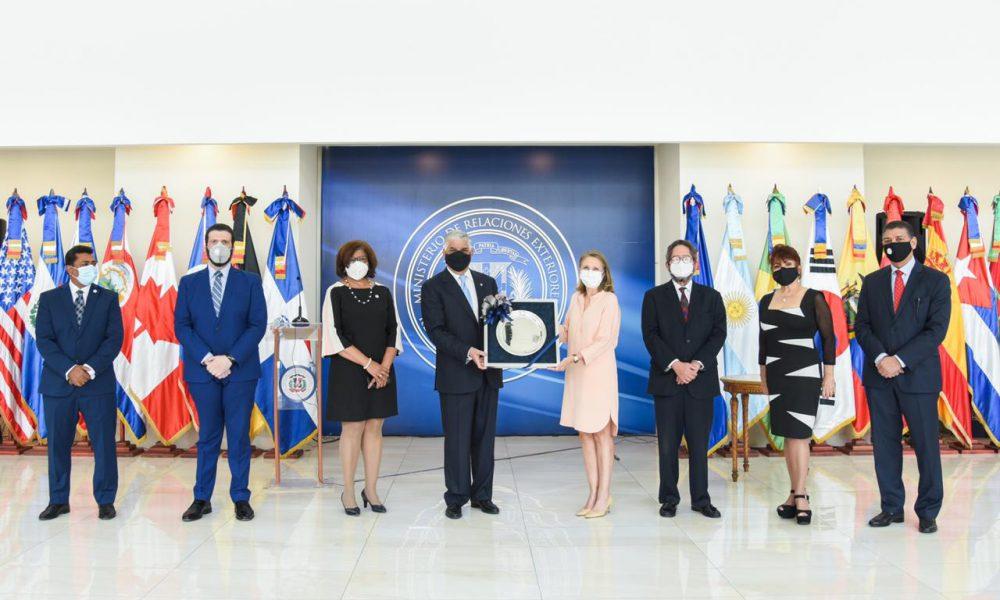 Cuerpo Consular reconoce al Canciller Miguel Vargas Maldonado