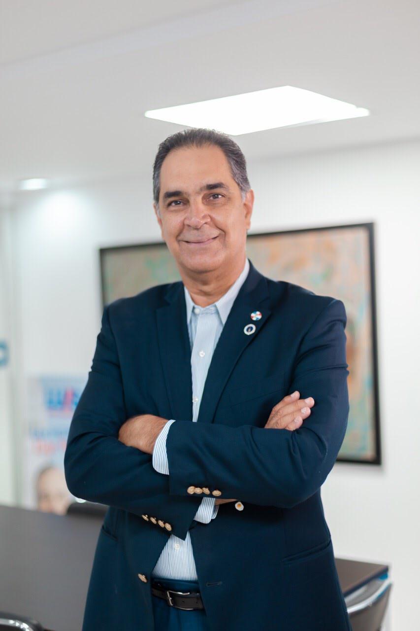 Luis Abinader designa  por decreto a Santiago Hazim como director ejecutivo de SENASA
