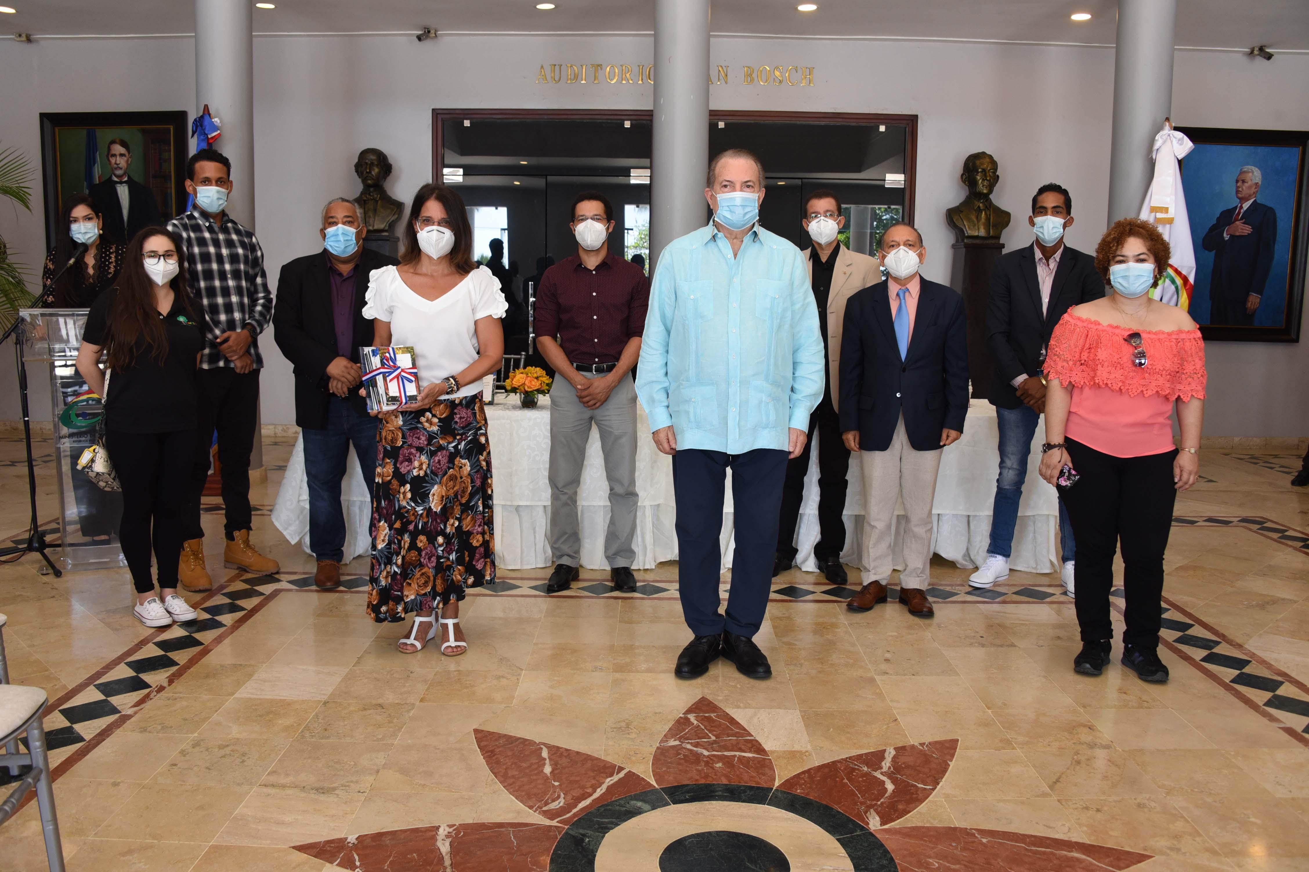 Ministerio de Cultura pone a circular 18 obras de autores dominicanos, seis de ellas escritas por el profesor Juan Bosch