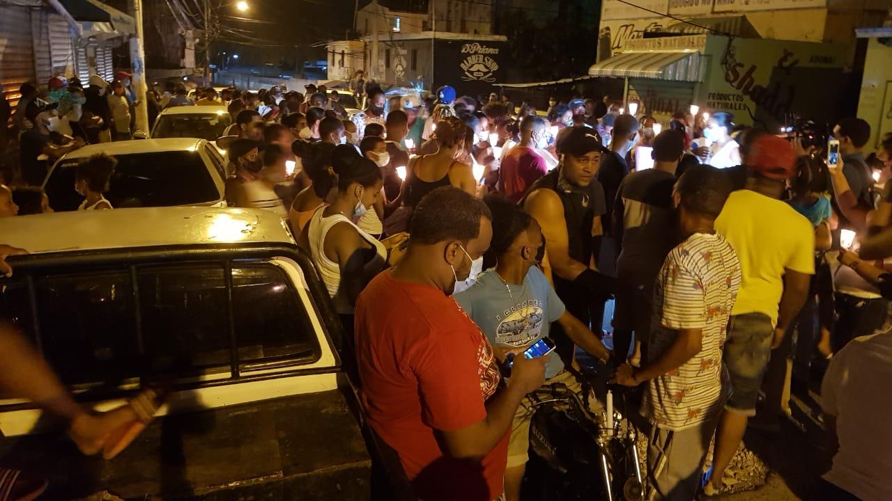 Video   Moradores del Ensanche Isabelita marchan hacia PN para exigir justicia por asesinato de Liz María