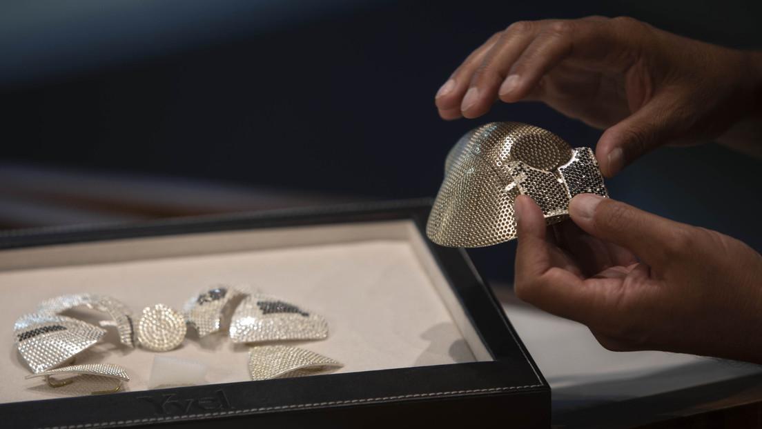 Muestran la mascarilla contra el coronavirus más cara del mundo, hecha con 3.600 diamantes | Fotos