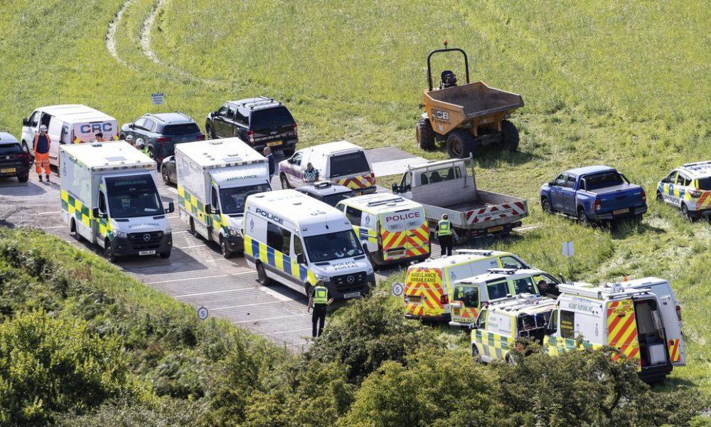Tres personas mueren y seis resultan heridas por el descarrilamiento de un tren en Reino Unido