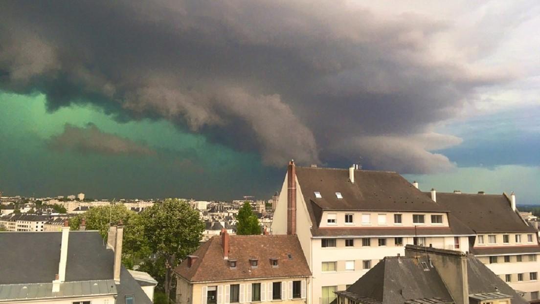 Video | El cielo se tiñe de verde al desencadenar una fuerte tormenta al norte de Francia