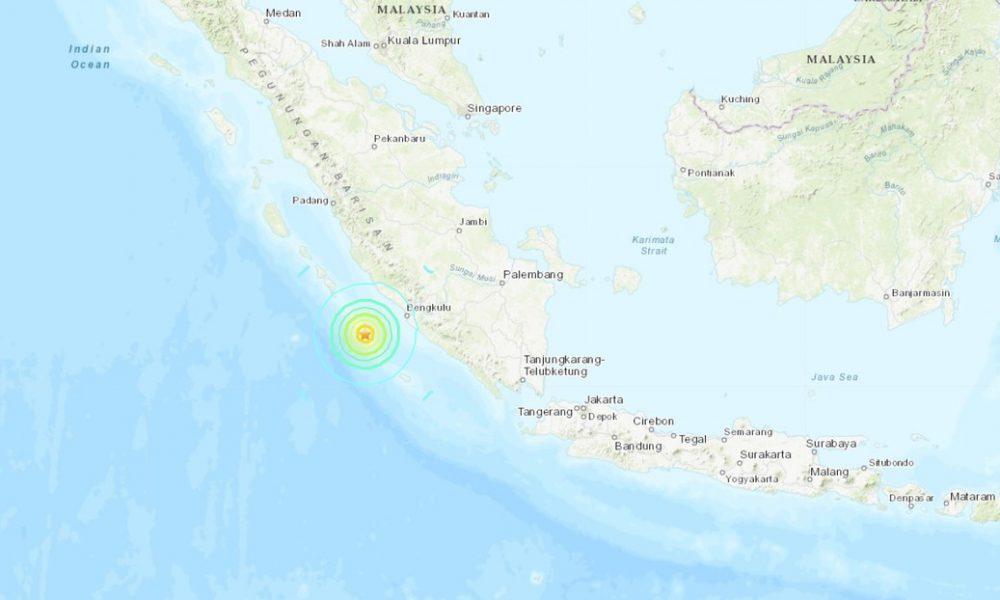 Se producen dos potentes sismos de magnitud 6,8 y 6,9 frente a las costas de Indonesia