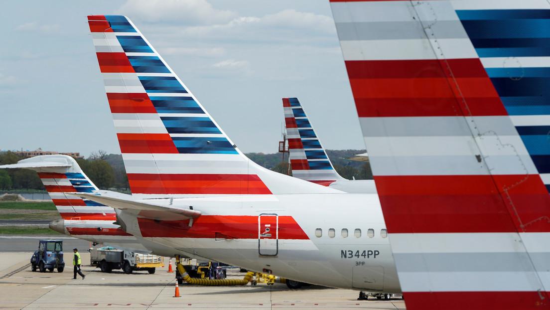VIDEO: Dos mujeres se enzarzan en una pelea feroz a bordo de un avión porque una de ellas se negaba a usar mascarilla