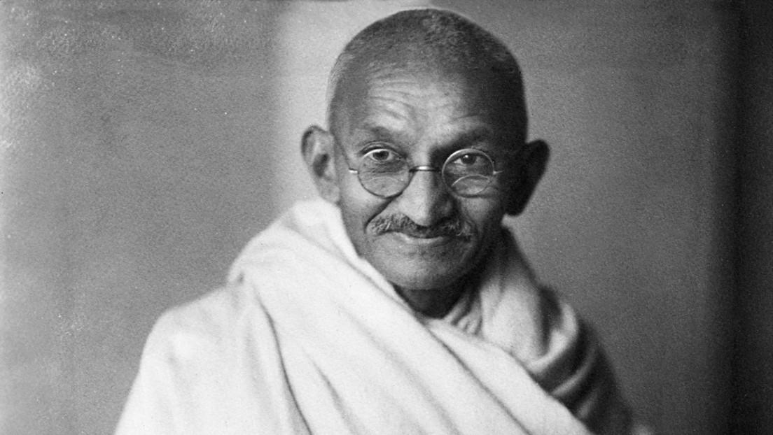 Subastan por 340.000 dólares las míticas gafas de Mahatma Gandhi
