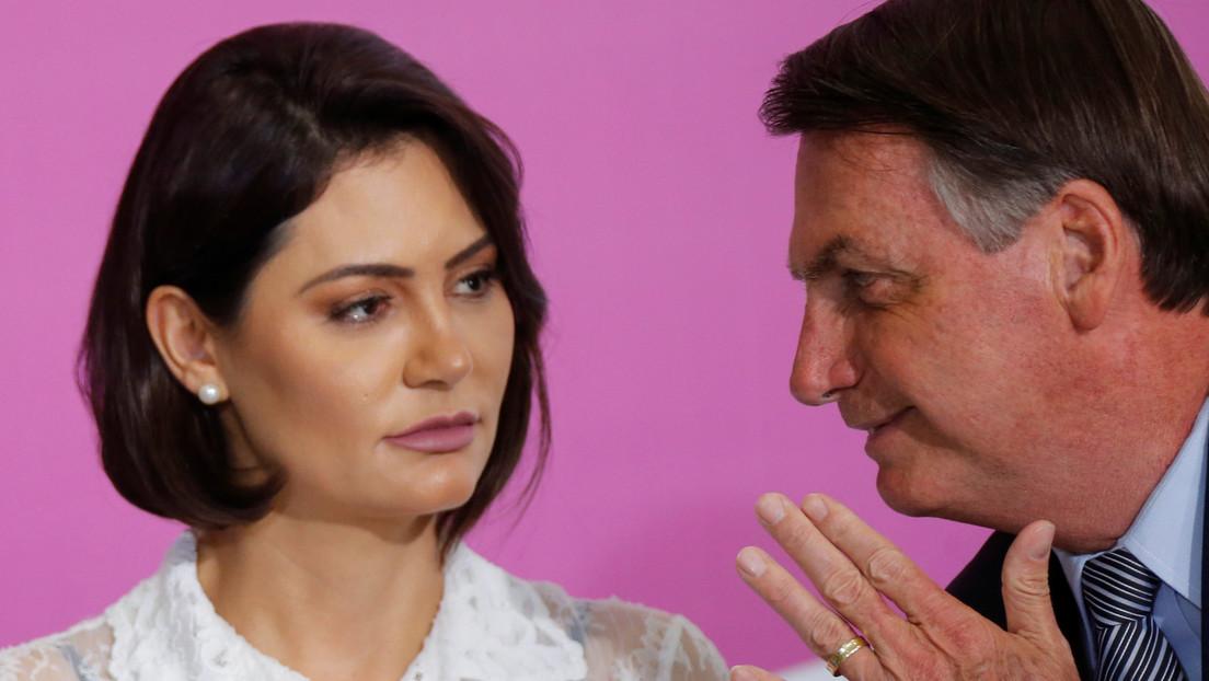 """""""Qué ganas de reventarte la boca a golpes"""": Bolsonaro amenaza a un periodista que le preguntó sobre un caso que involucra a su esposa"""