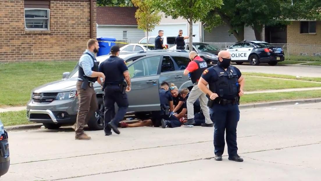 Un segundo video muestra un altercado entre Jacob Blake y policías antes de que le dispararan