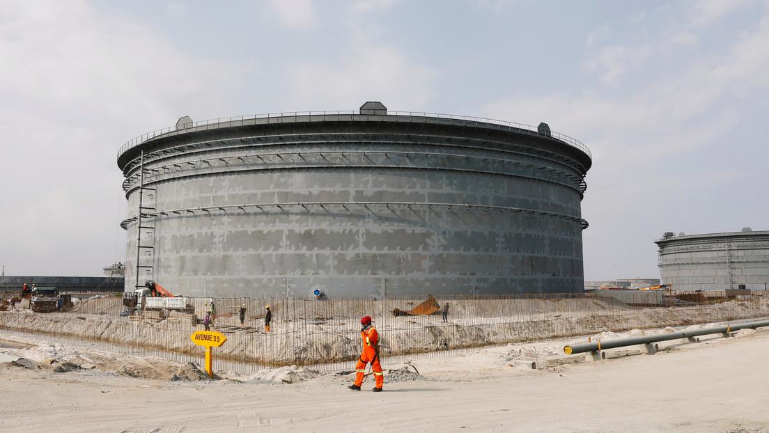El hombre más rico de África planea invertir 15.000 millones de dólares en una refinería