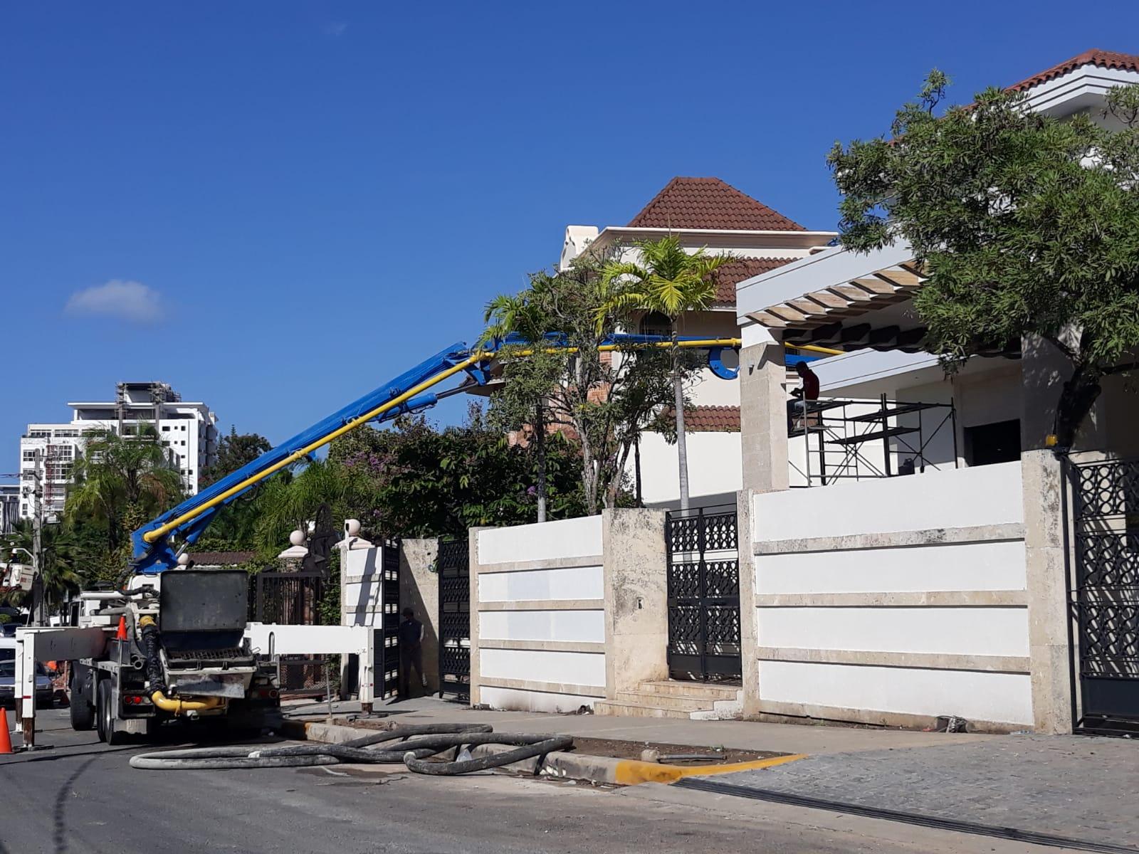 Video | Luís Abinader aún no se ha mudado, obreros trabajan a todo vapor en reparación de nueva vivienda