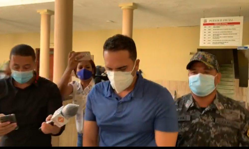 Video | Imponen 50 mil pesos y presentación periódica a hombre que lanzó café caliente a una empleada
