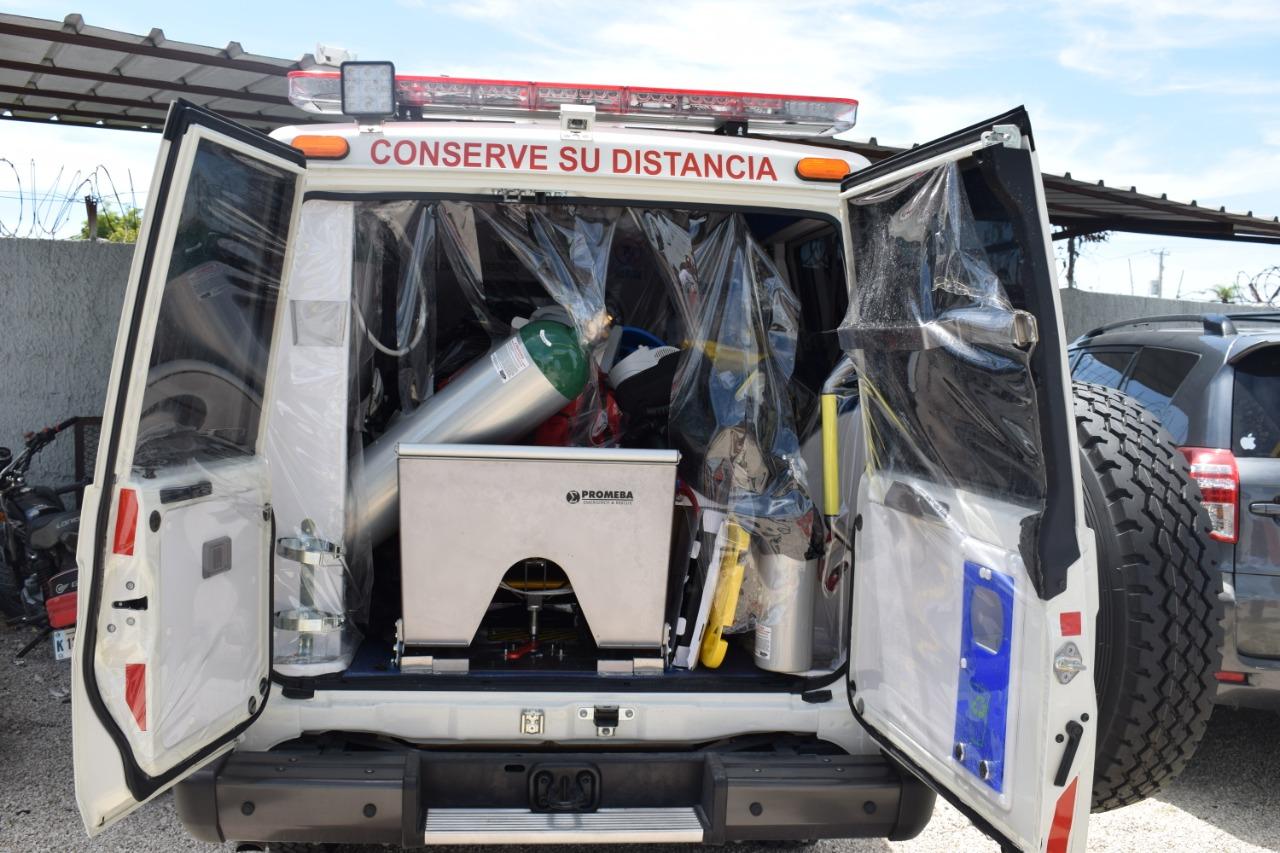 SNS entrega ambulancia a hospital de Pedernales para traslado de pacientes COVID-19