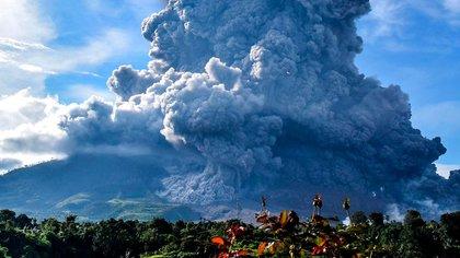 Las fotos de la erupción del volcán Sinabung en Indonesia que obligó a evacuar a 30 mil personas