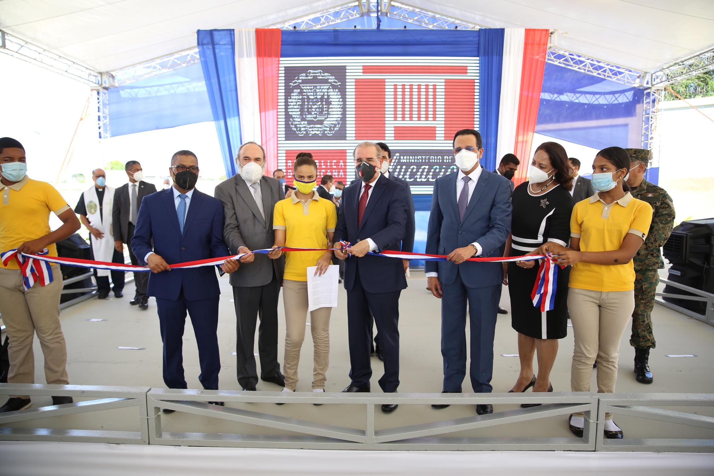 Presidente Medina encabeza acto inaugural de 19 escuelas y dos estancias infantiles en el Cibao, Nordeste y Puerto Plata