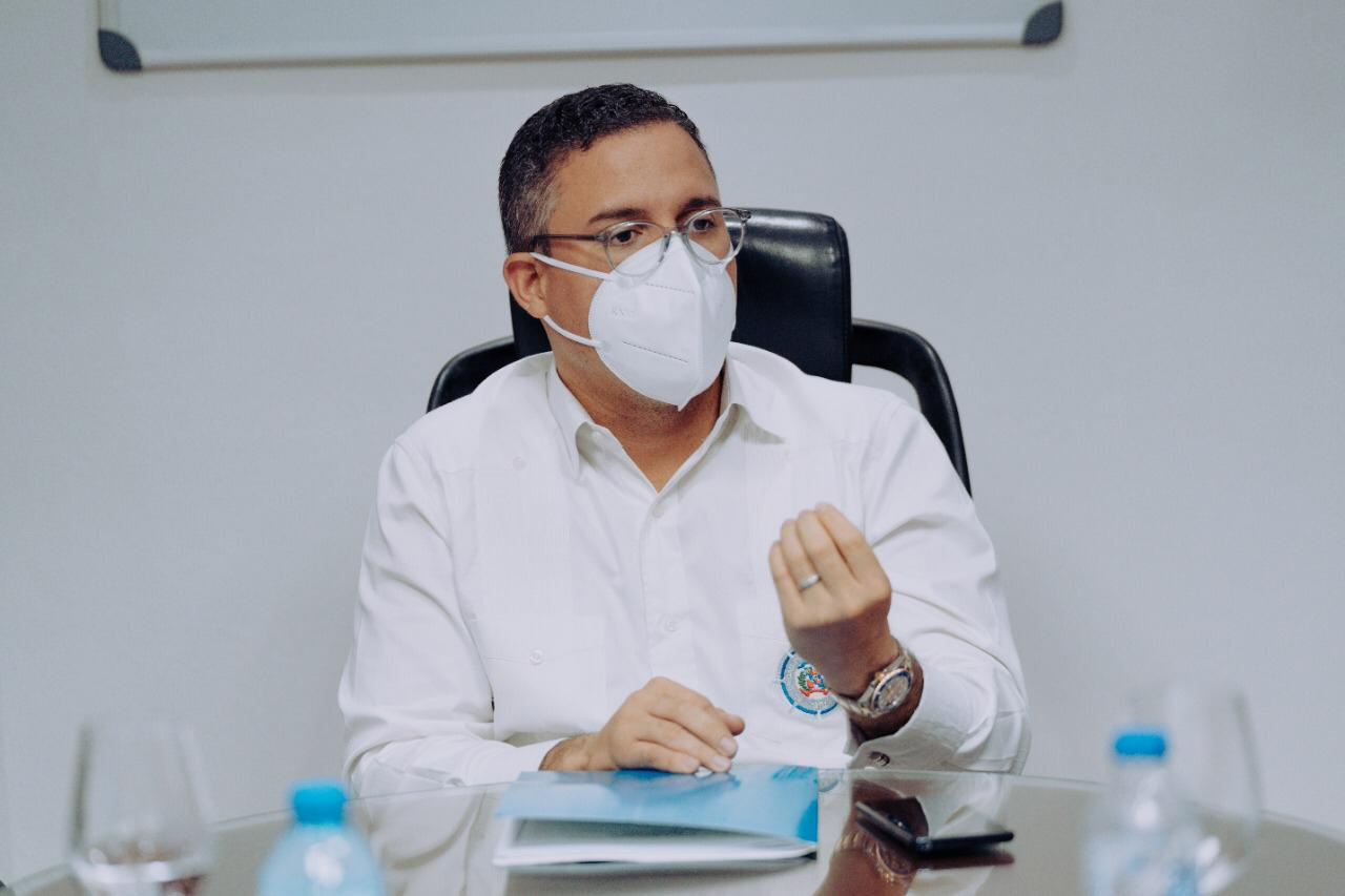 Director de Autoridad Portuaria renuncia a compensación mensual de RD$87,000