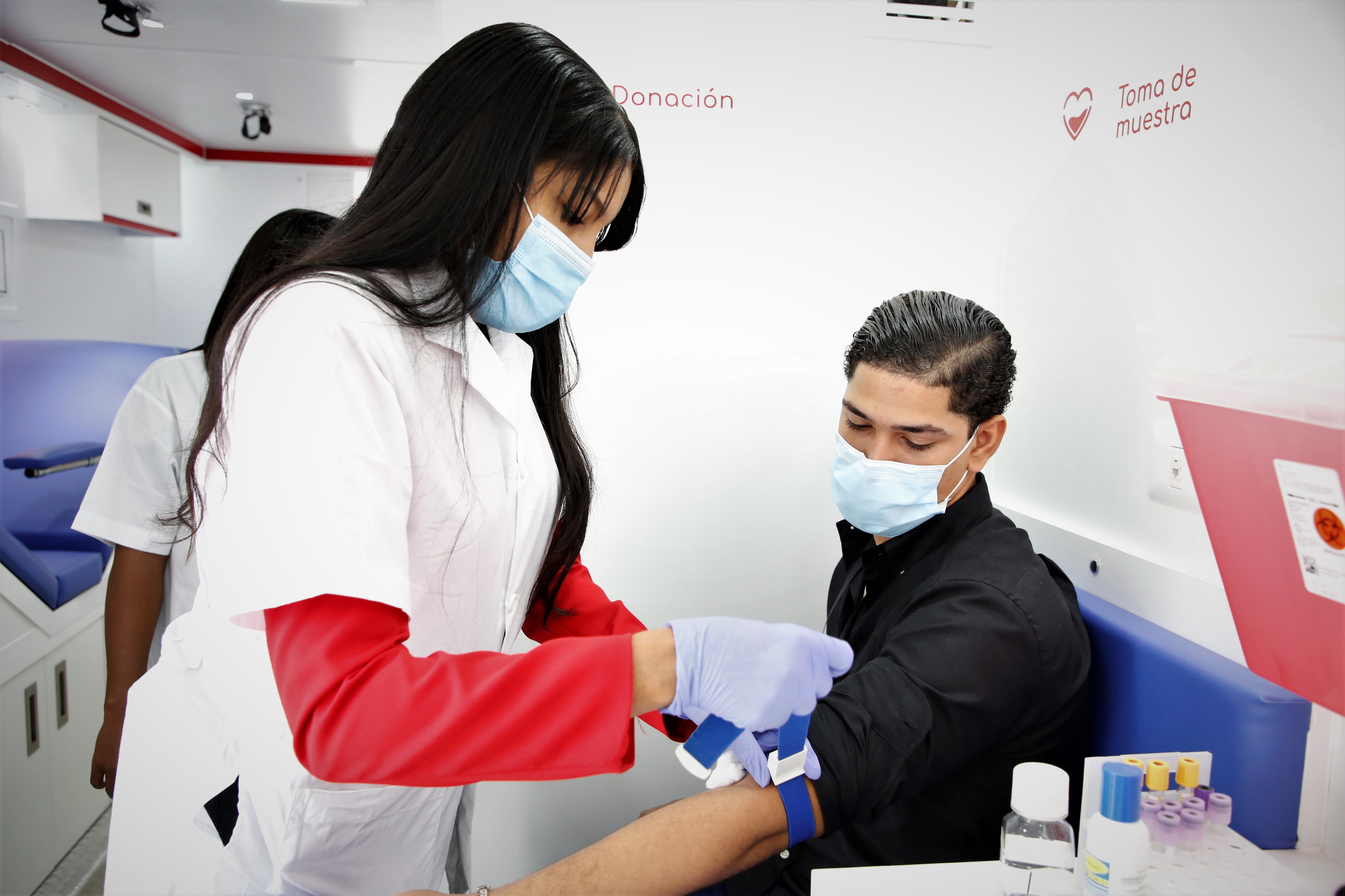 Vicepresidencia entrega a Salud Pública dos modernas unidades móviles para colecta de sangre