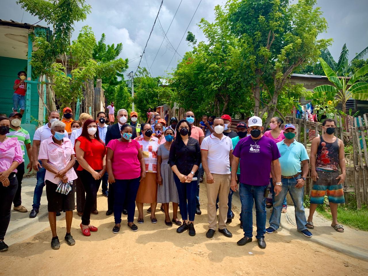 Alcaldía Santiago entrega aceras y contenes en calle 10 de Gurabo; obra del Presupuesto Participativo