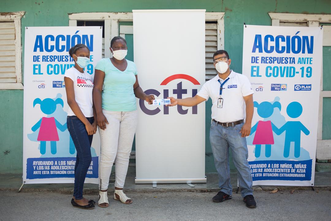 Fundación Citi y Plan Internacional RD benefician con aportes económicos a familias de Azua