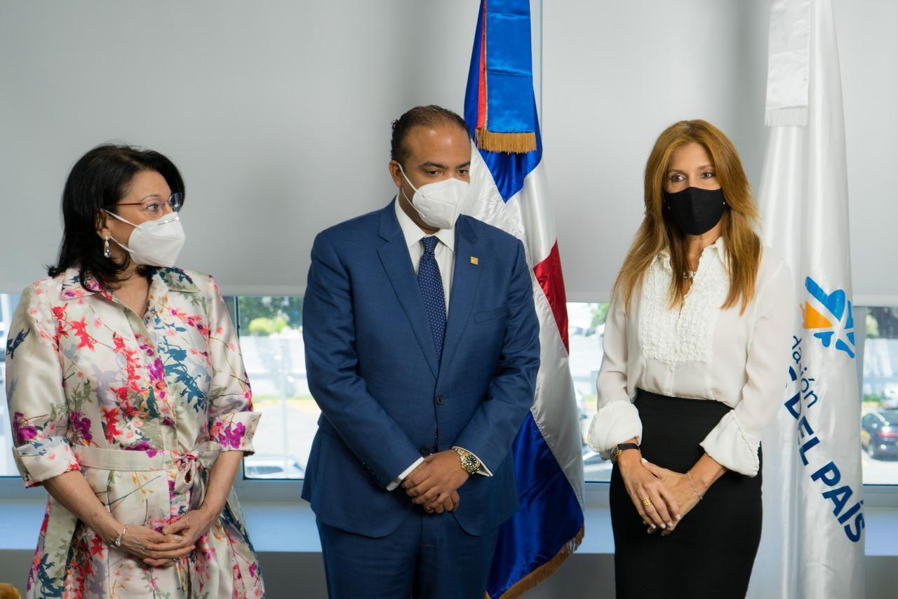 Rosa Rita Alvarez entrega Fundación Reservas del País a Maribel Pérez de Hazim