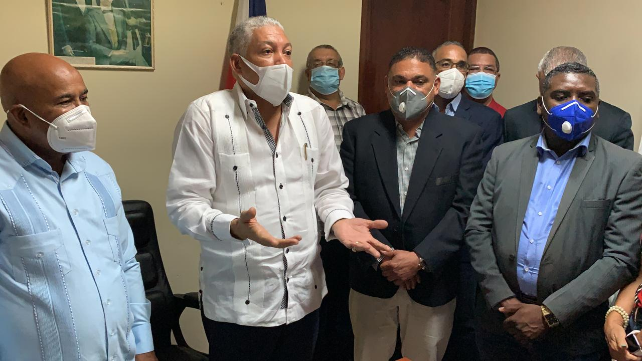 "Video | Radhamés González afirma OMSA está ""descalabrada"", solo 132 autobuses funcionando"