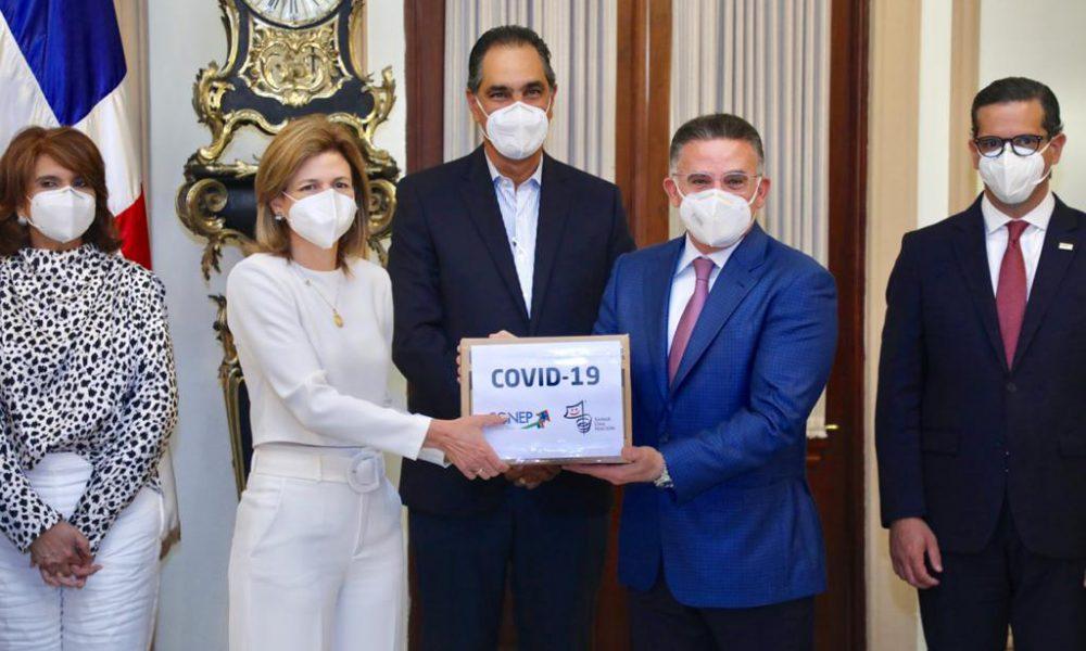 Video   CONEP entrega insumos médicos al Gabinete de Salud para combatir COVID-19