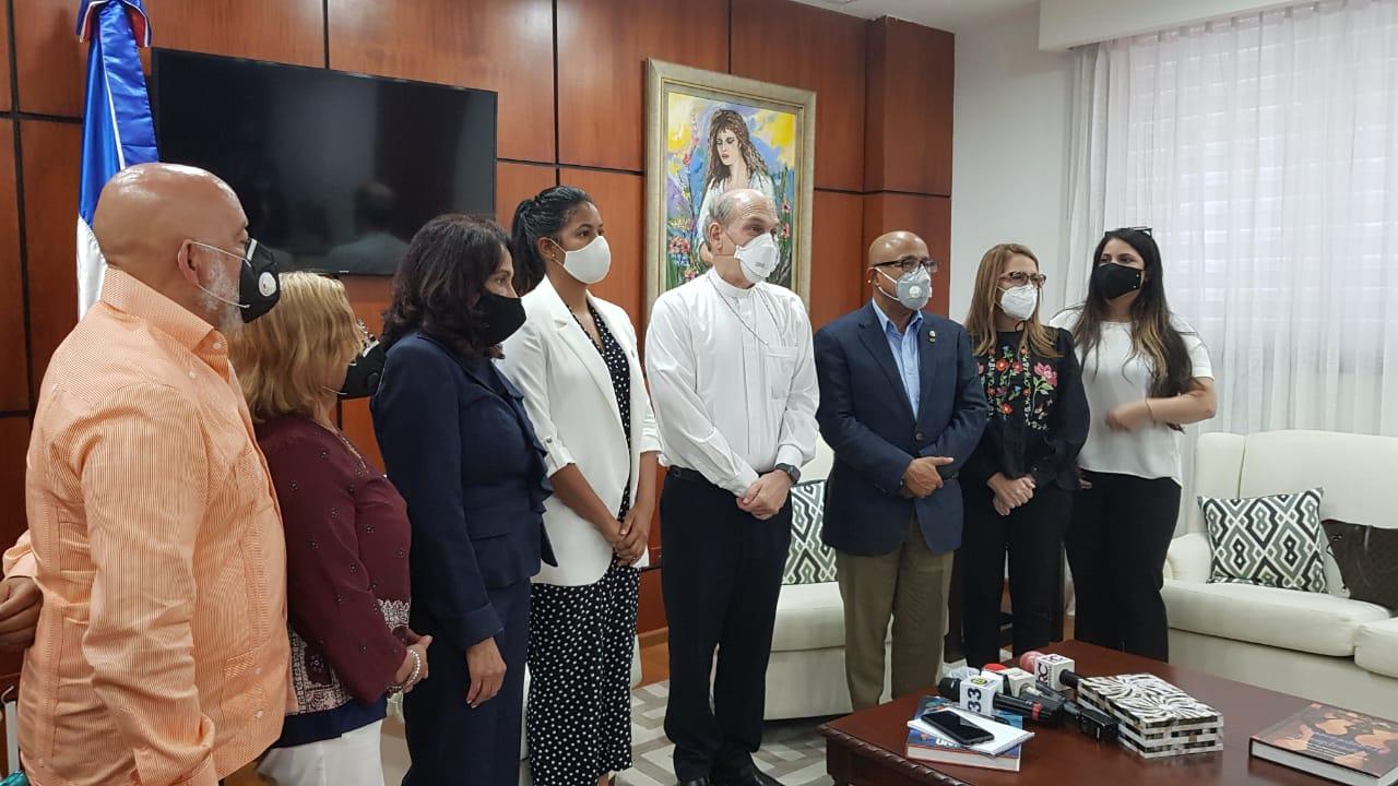 Video | Monseñor Masalles visita al presidente de la CD y fija posición sobre las tres causales del aborto