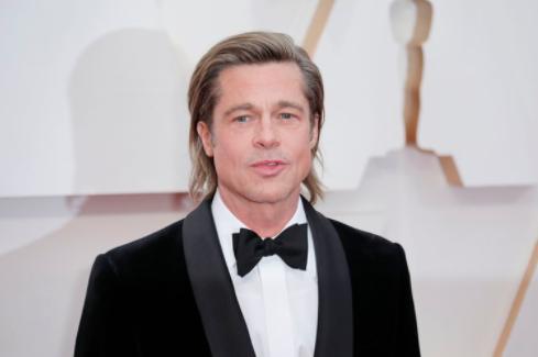 Brad Pitt apareció en público con su nueva novia