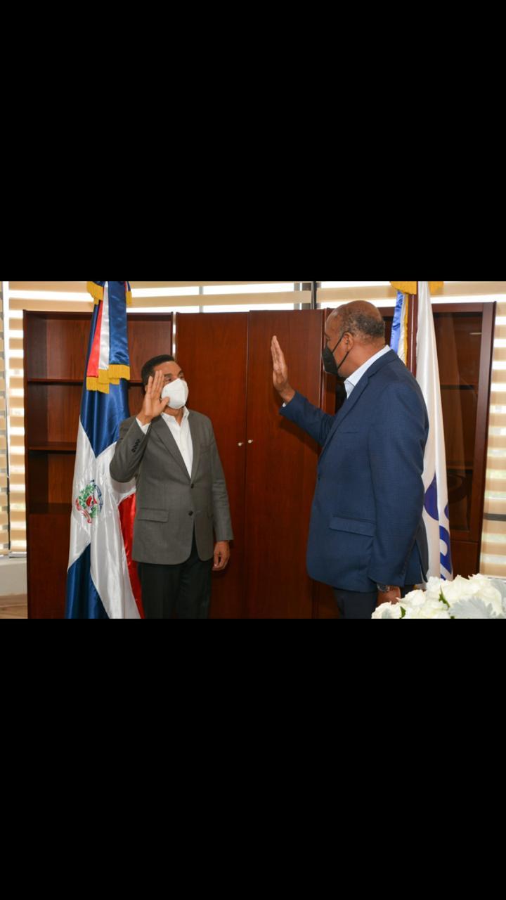 Elvis Vázquez anuncia amplio programa de electrificación rural