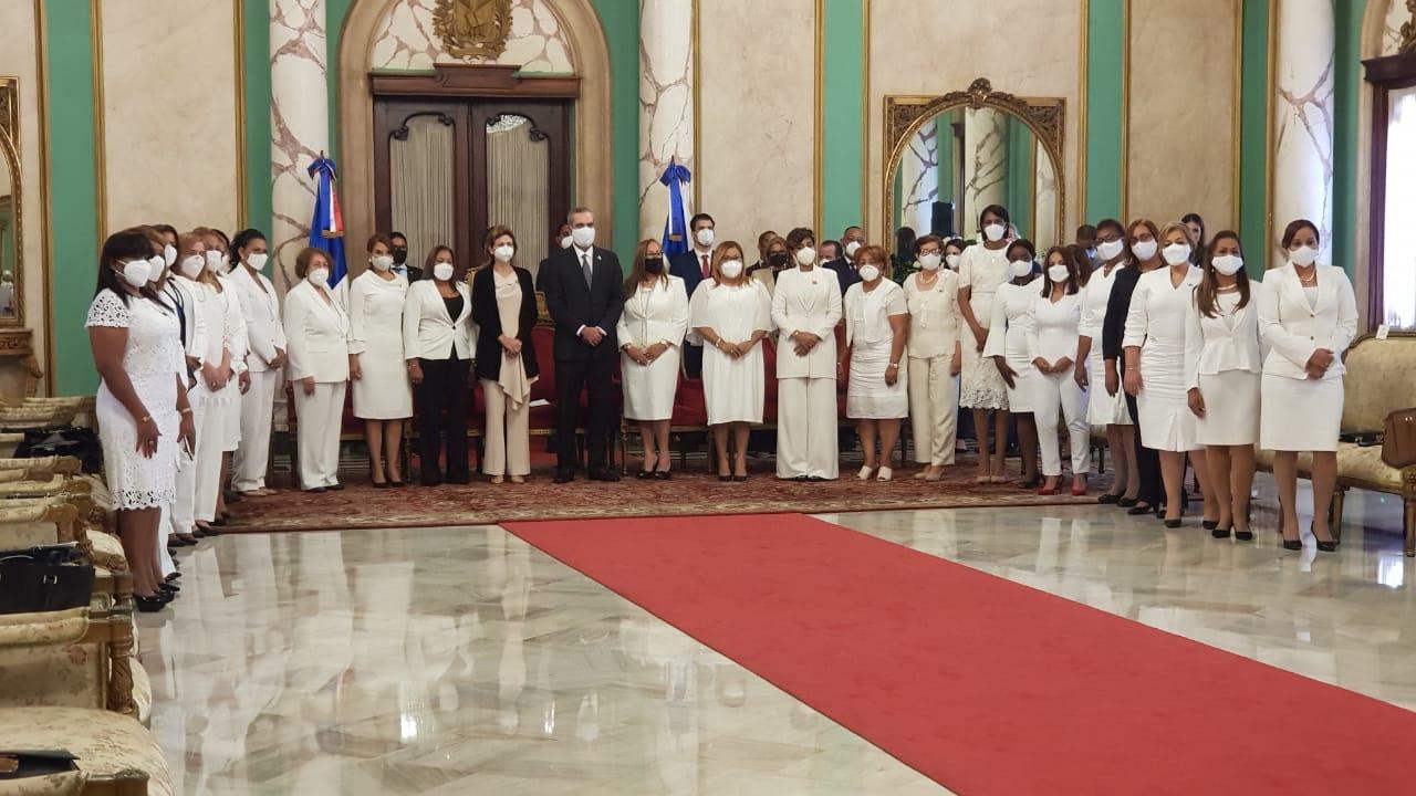Video   Luis Abinader juramenta 31 Gobernadoras Provinciales