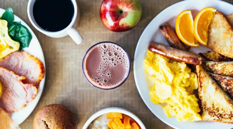 Un médico científico explica cómo es un desayuno ideal