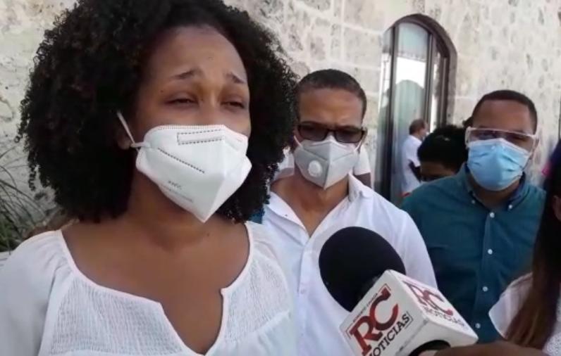 Video   Jóvenes médicos piden al presidente electo agilizar proceso de exequátur, denuncian tienen casi dos años en espera
