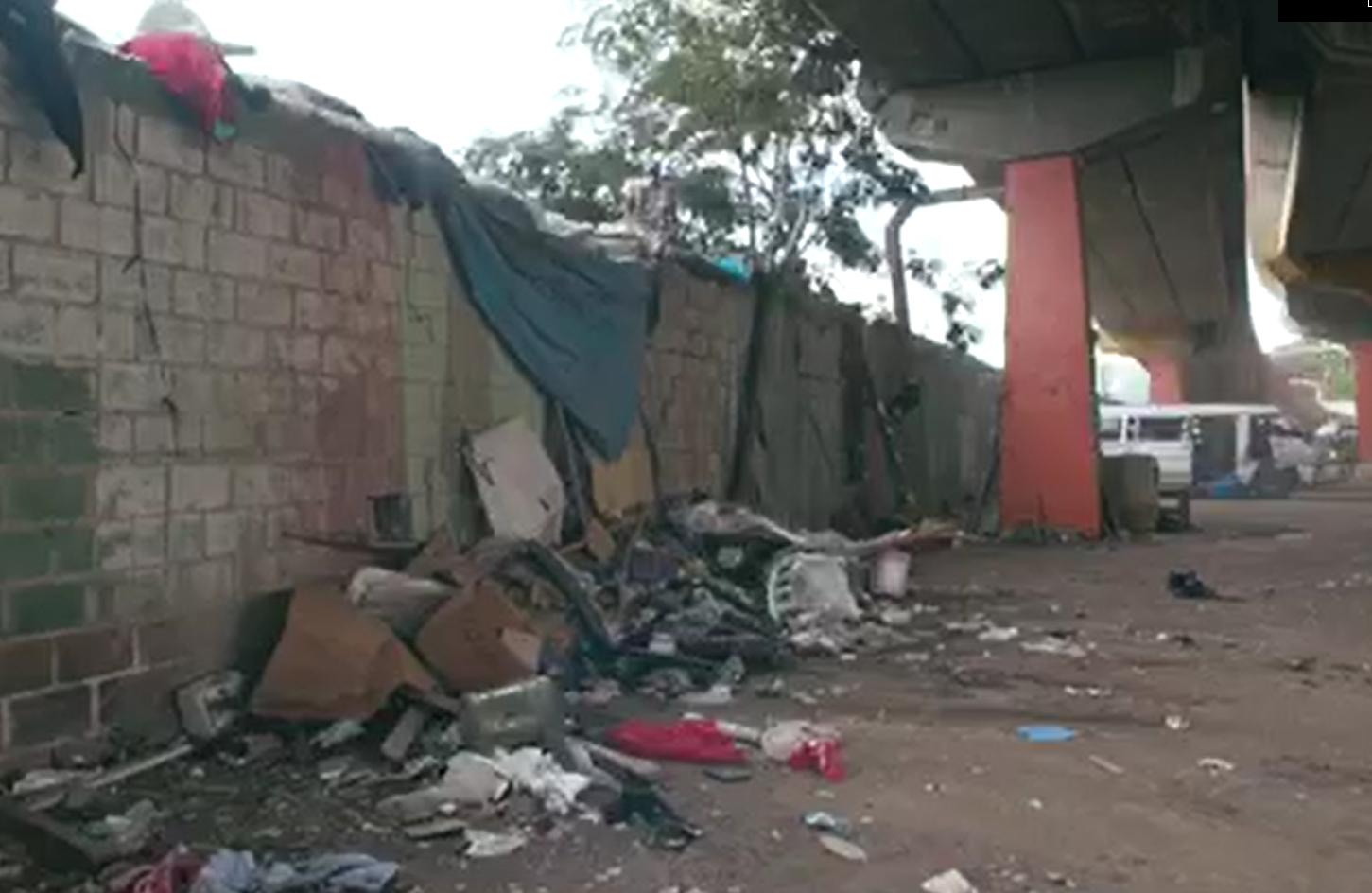 Video | Alcaldía de SDO recupera espacios públicos y clausura mercado de Las Pulgas