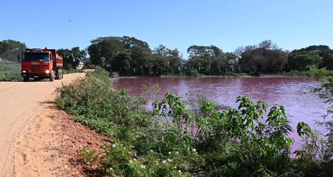 ¿Qué tiñó de rojo un lago en Paraguay?