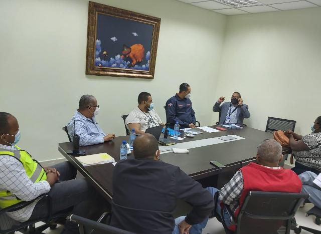 Manuel Jiménez instruye bomberos del ASDE continuar búsqueda niña Liz María