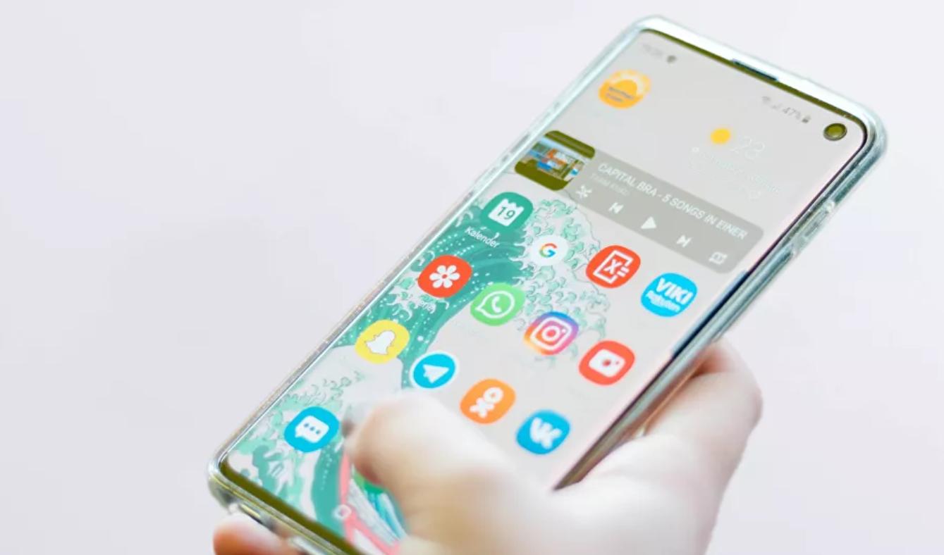 Las tres cosas que nunca deberías guardar cerca de tu 'smartphone'