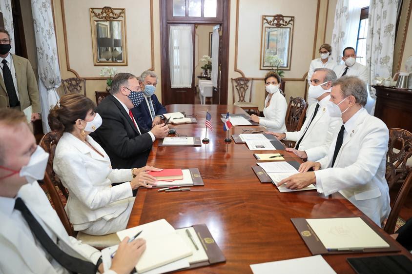 Pompeo y presidente Abinader conversan para fortalecer vínculos entre ambas naciones