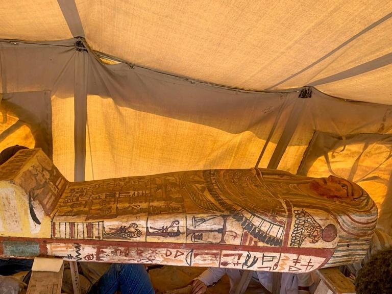 Descubren catorce sarcófagos de hace 2.500 años en Saqqara, Egipto