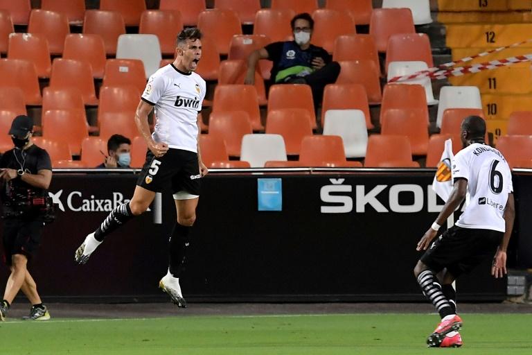 El Valencia gana 4-2 al Levante en el primer derbi de La Liga